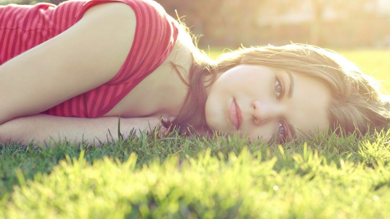beautiful-girl-lying-in-the-grass-16664