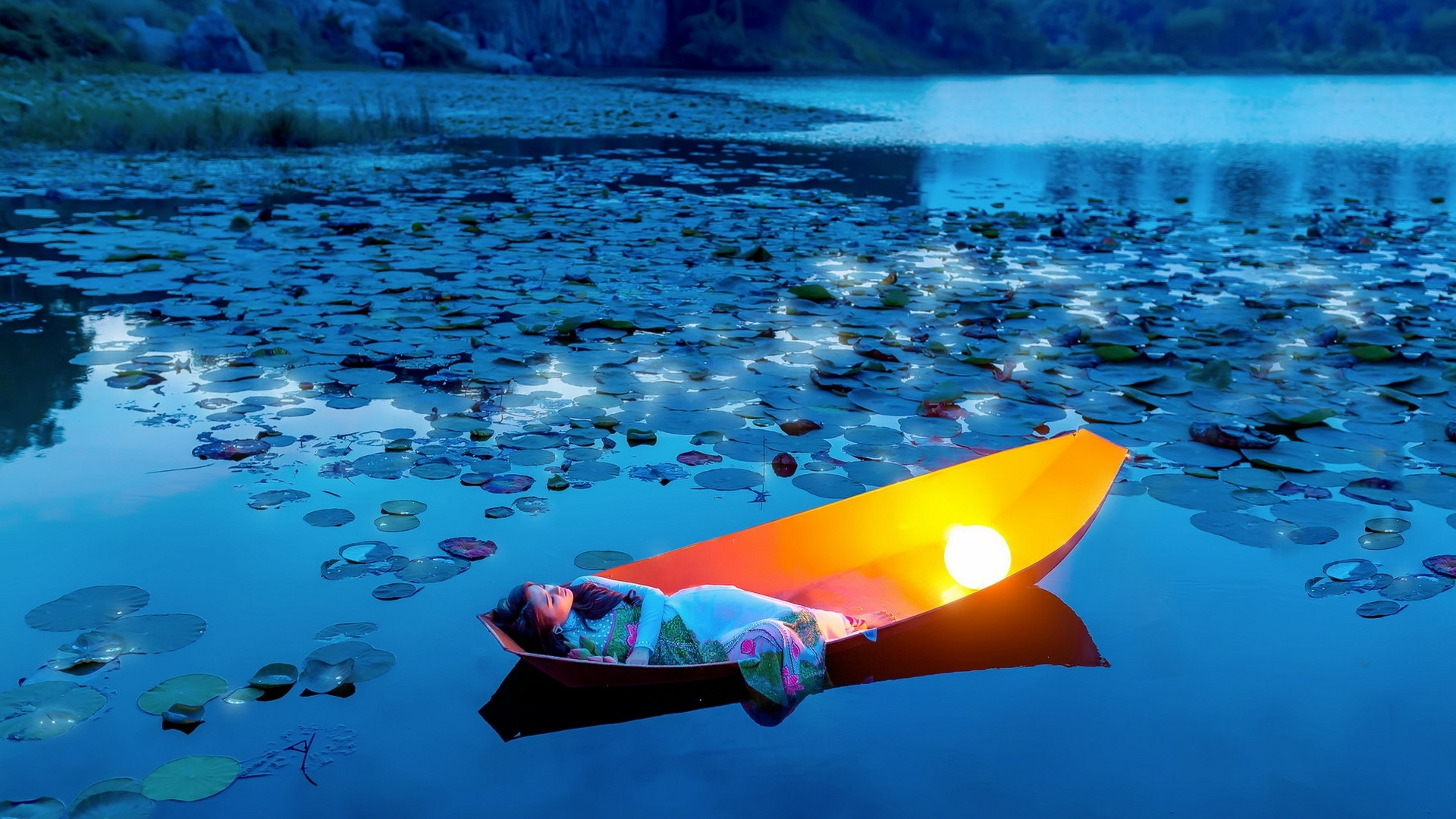 woman-in-a-boat-26497