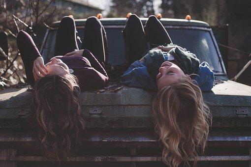 girls-1209321__340